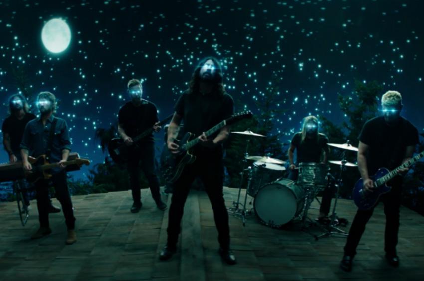 Dave Grohl dirige el nuevo video de Foo Fighters y sus hijas son las protagonistas